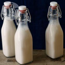 Deliciously sweet, easy peasy vanilla almondmilk